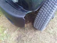 Сломанный передний бампер Уаз Хантер