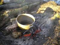 Начинать готовить плов нужно на очень сильном огне