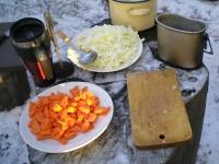 Выбор продуктов для приготовления плова на костре, подбор казана
